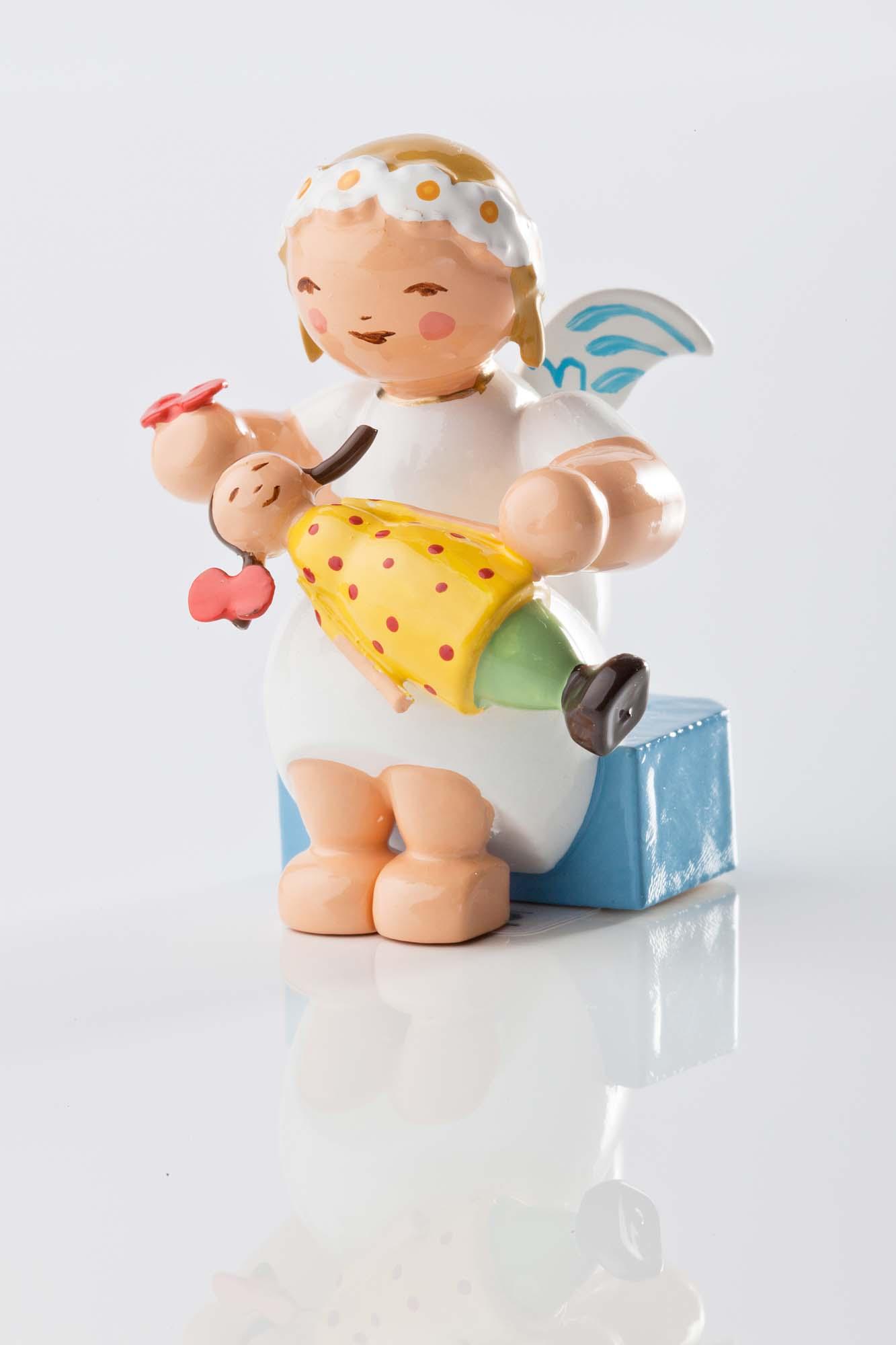 Margeritenengel sitzend mit Puppe 634/70/25